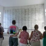 アリゾナ記念館の館内に表示されている、戦没者名簿。大和ミュージアムには、大和の戦没者名簿が掲出されていますが、共に哀悼の思いを捧げました。